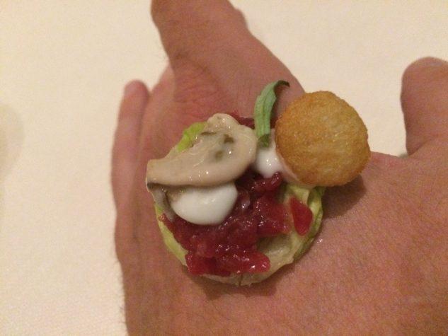 Snack #5: Rindertatar, Auster, Pomme Soufflée