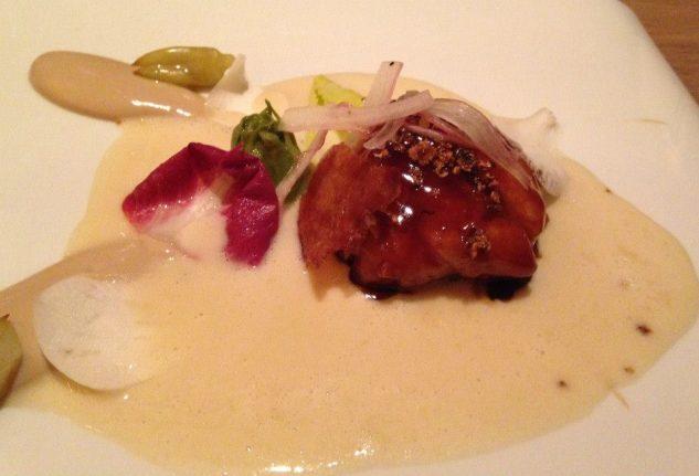 Milchkalbsbries mit Kapern-beurre blanc / Thunfisch-Crème / Puntarella / Orchideen