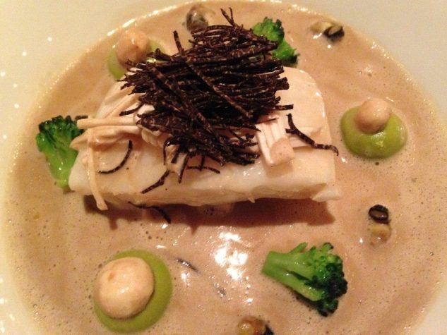 Steinbutt mit schwarzem Trüffel / Champignon / Broccoli / Bigorneaux