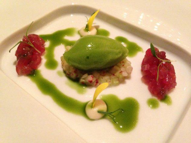 Amuse Bouche: Tatar vom Thunfisch, Kerbelsorbet, Apfel