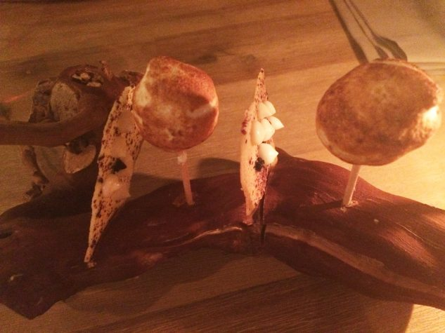Cheesecake / Blaubeere, Stachelbeere, Baiser
