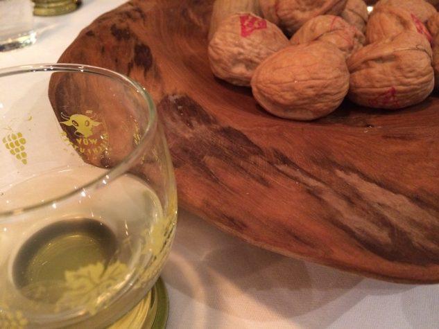 Petits Fours: Echte und falsche Walnüsse und junger Wein