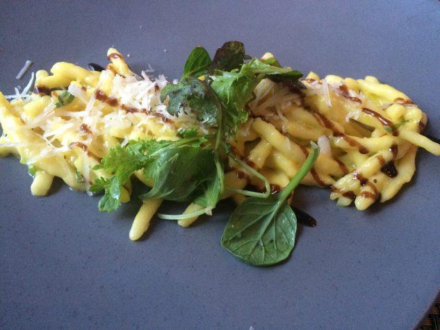 Trofie & Safran, Parmesan, Frühlingslauch & alter Essig aus Modena