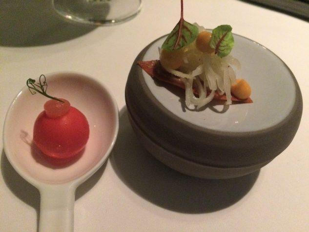 Amuse Bouche: Tomatenexplosion & Chorizo, Weißkohl, Walnuss