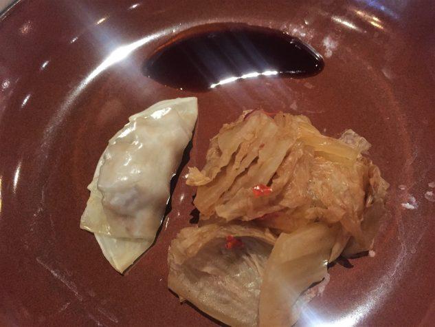 Gyoza gefüllt mit Schweinebauch, Kimchi, Sojareduktion