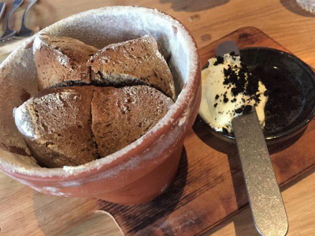 Brot & Olivenbutter