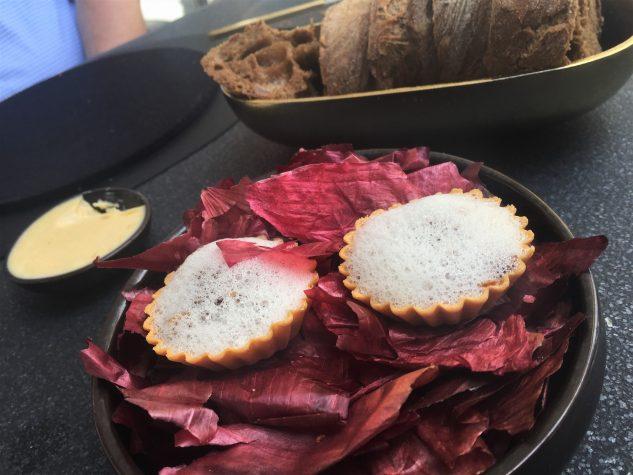 Amuse Bouche: Tartelette mit Röstzwiebelcreme