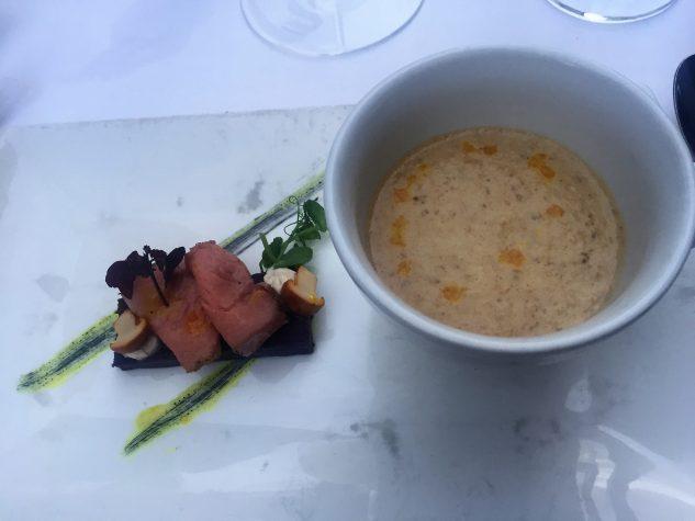 Pfifferlingscrèmesuppe mit sous vide gegartem Kalb