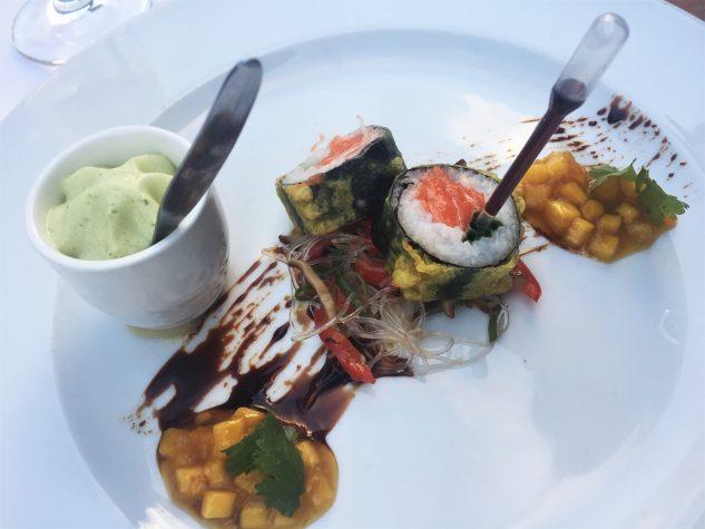 Maki-Sushi von der Fjord Forelle mit Glasnudeln und Koriander