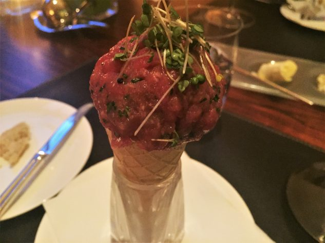 Beef Tatar mit Kartoffelpüree & Kresse im Sancho-Pfeffer-Cone