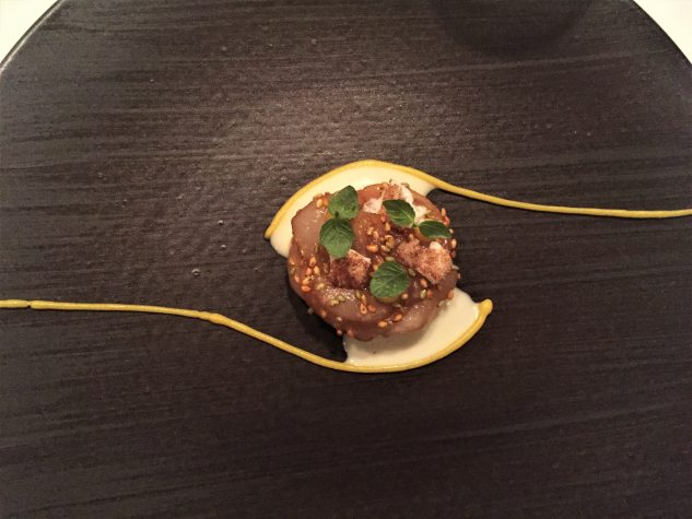 Gänseleber mit marinierter Jakobsmuschel / Mandarine & Sesam