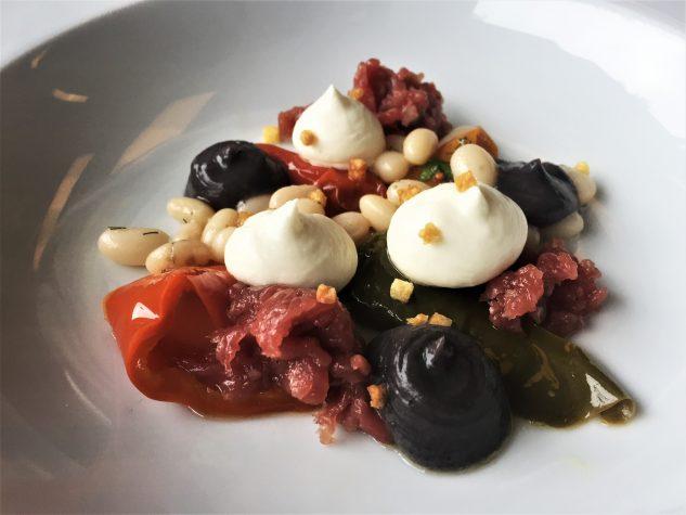 Tartar von der Lammhüfte / Bohnen / Bohnenpüree / Schafskäse