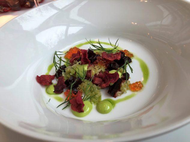 Borschtsch - Dill, Tartar vom Rind und Lachsforellenkaviarkaviar