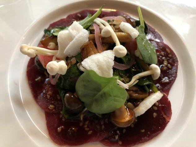 Beef roh mariniert / Sesam / Spinat / Pilze