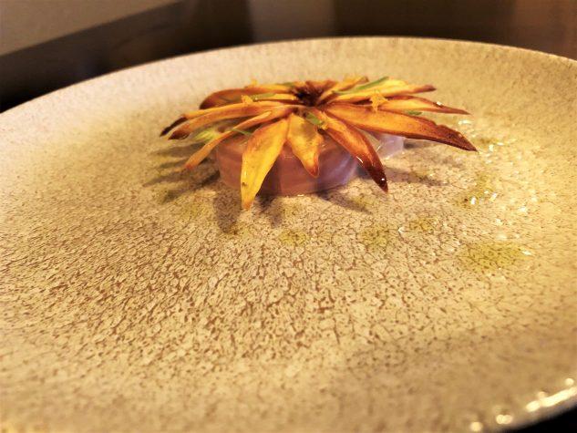 Forelle mit Orangenblüte, Sonnenblume und Rahm