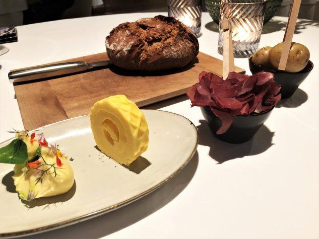 Tauernroggenbrot, Butter, Kartoffeln, Hirschschinken