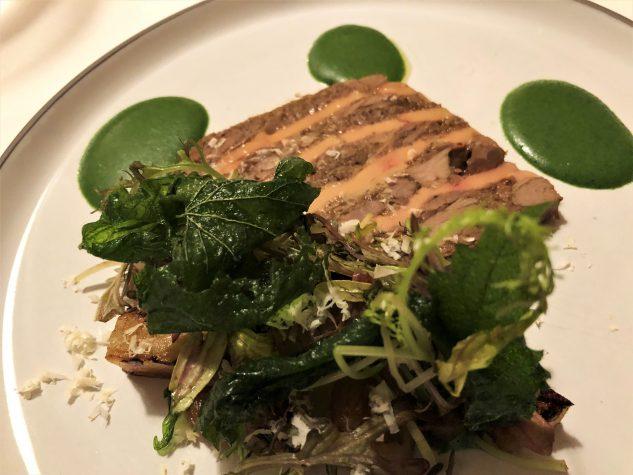 Terrine von Entenleber & Rehschulter, Kerbelwurzelpüree, getrockneter Salat