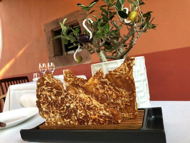 Apéros: Käsecracker & gefüllte Oliven