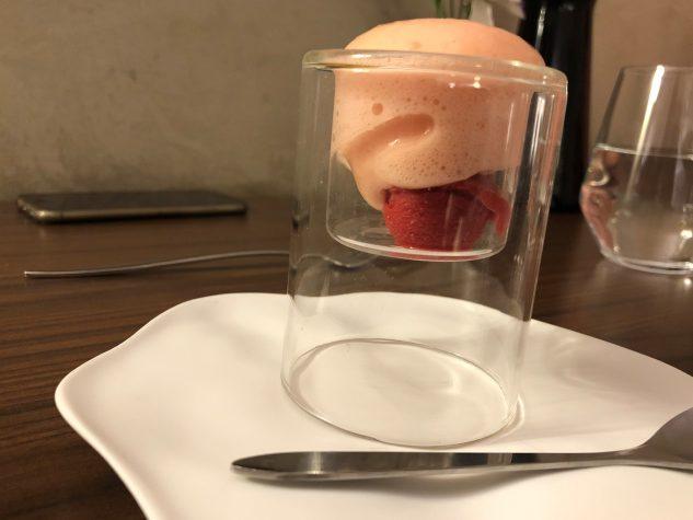 Pré-Dessert: Himbeersorbet und Espuma von Zitrusfrüchten und Ingwer