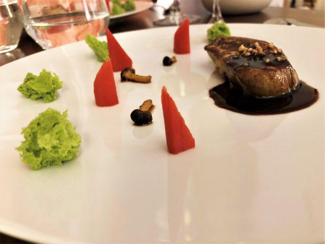 Die gebratene Foie Gras - Rhabarber, Estragon, Heidelbeerjus, Shimeji