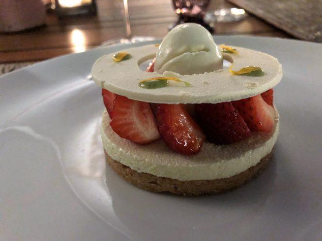 Tartelette von Erdbeeren, weiße Schokolade, Dulcey Eis