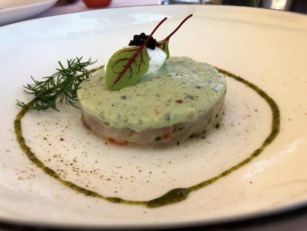 Tartar von Mittelmeerfischen & Auster Grand Cru de Méditerranée, Kokos-Gurken-Creme, Kaviar Perle Noire