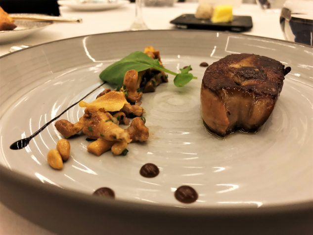 Gebratene Foie Gras, Salat von Pfifferlingen und Pinienkernen