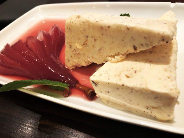 Rotweinbirne mit Marzipanparfait