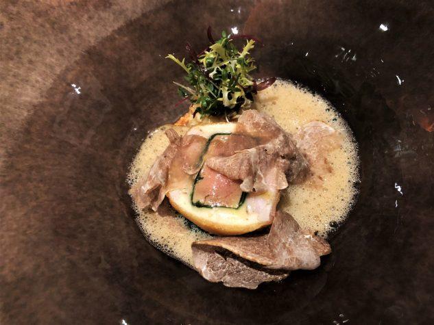 Cordon bleu von Kalbsbries & Gänseleber mit Miso-Artischockencrème