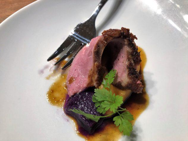 Amuse Bouche: Entenbrust, Süßkartoffel und Rotkohlgelee