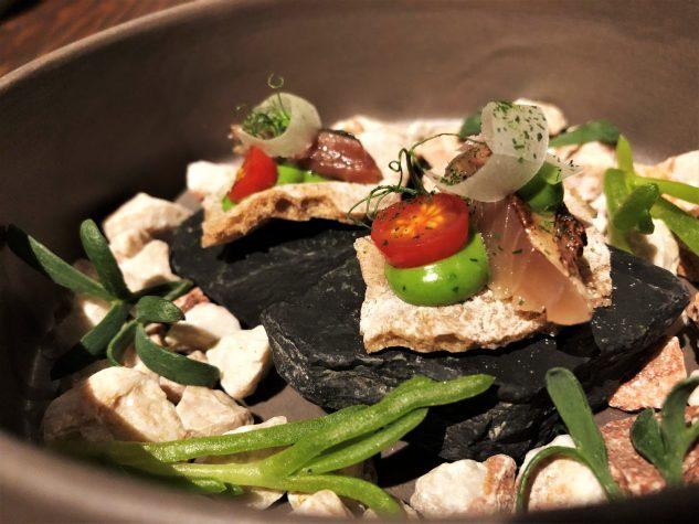 Schüttelbrot mit gebeizter und geflämmter Makrele