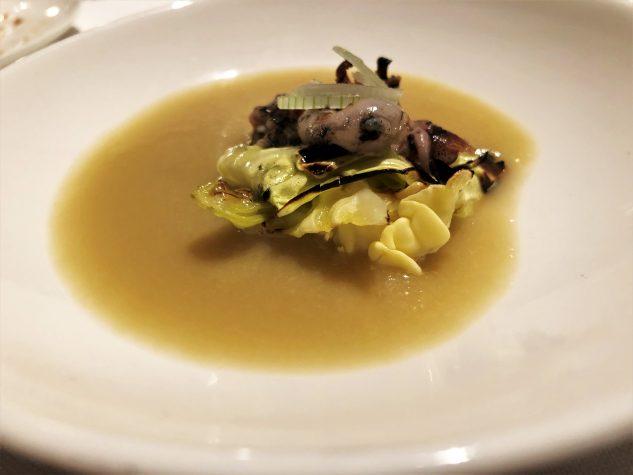 Geröstete Suppe von Calçots mit Sepiolen