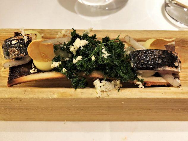 Kalbsmarkknochen | Makrele | junger Knoblauch | Liebstöckel