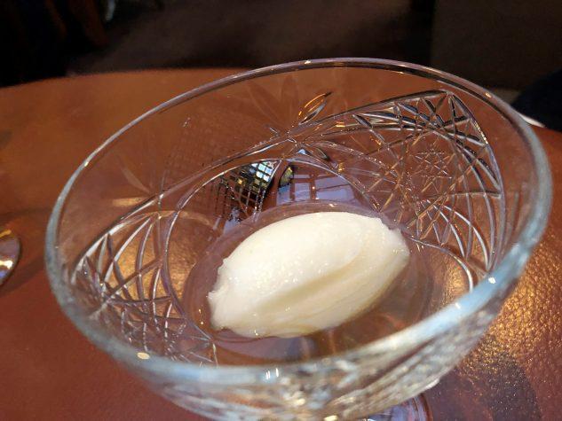 Pré-Dessert: Apfelsorbet mit Apfelblütensirup