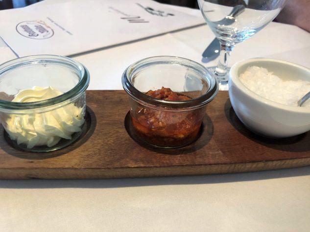 Butter / Tomatenpesto