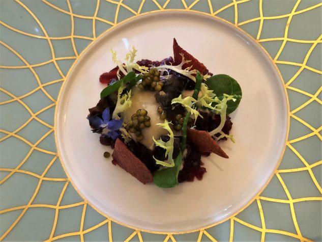 Zweierlei von der Gillardeau Auster No. 0, roh und geliert mit Passepierre, roten Algen, Meerrettich-Kartoffelcreme und Imperial Kaviar