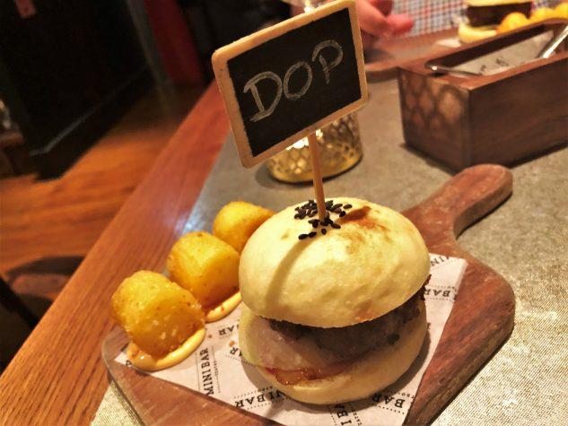 Mini-Burger mit Kartoffelkroketten