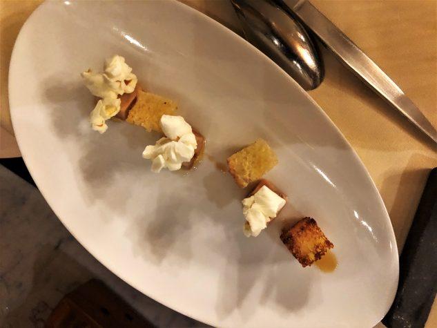 Popcorn und Foie Gras an Cassis-Essig-Sirup und Brioche mit Patschuli
