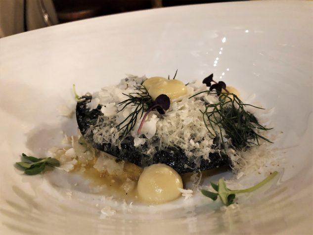 Sepia-Lasagne mit Blumenkohl in Anis und Safran,Krevetten und Gurke mit Estragon