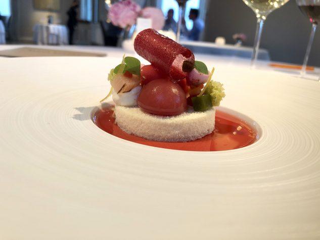 Délice vom Buchweizen mit heimischem Rhabarber, Erdbeeren und Sauerampfer