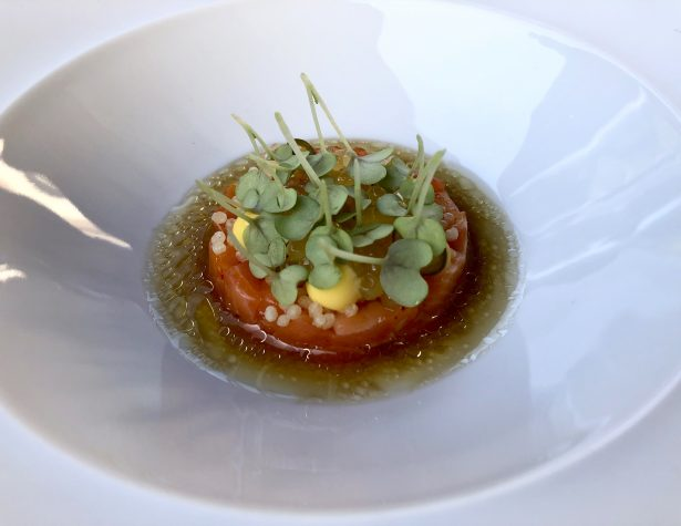 Ora King Lachs, Mandarine, grüne Thai Chili und Sambai-Vinaigrette