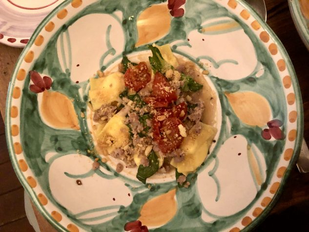 Agnolotti al Formaggio / Salsiccia / Cherry Tomaten Confit / Romana / Tarallo