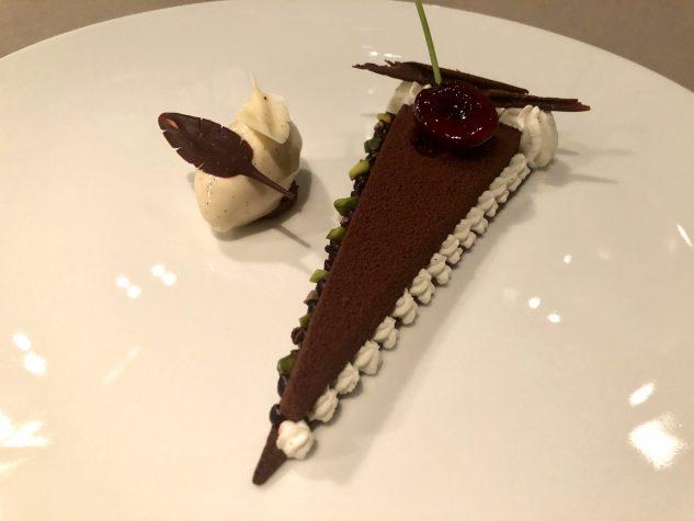 """""""Black Forest"""", karamellisierte Schokolade, Tahiti Vanilleeis & Kirschwassersahne"""