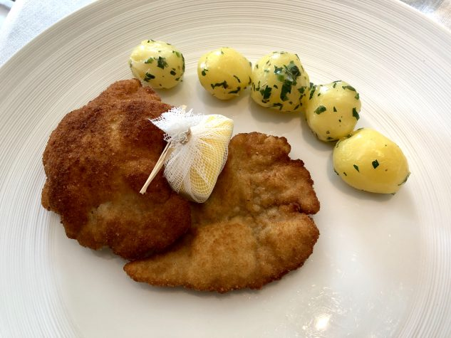 Wiener Schnitzel vom Milchkalb mit Petersilien–Erdäpfel