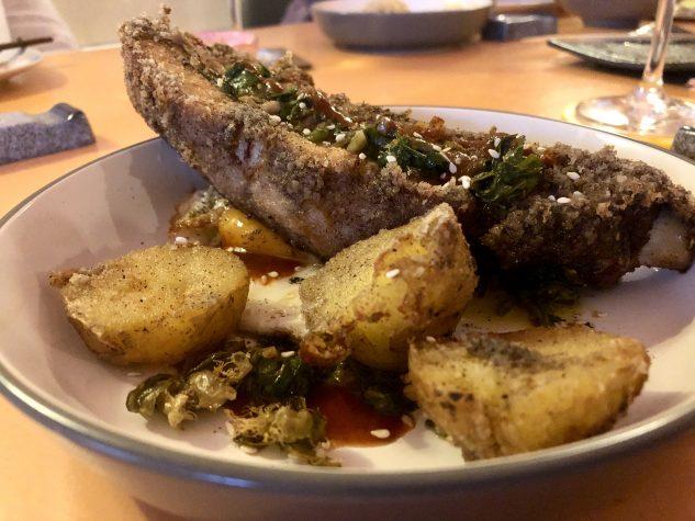 Dicke Schweinerippe aus der Region / Tomatensauce / Chimichurri