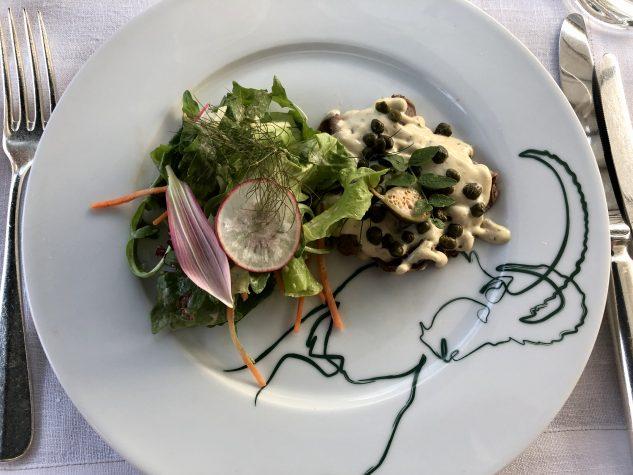 """""""Rehtello Tonnato"""" - Vitello vom Rehnüssle mit zweierlei Kapern und kleinem Salat"""
