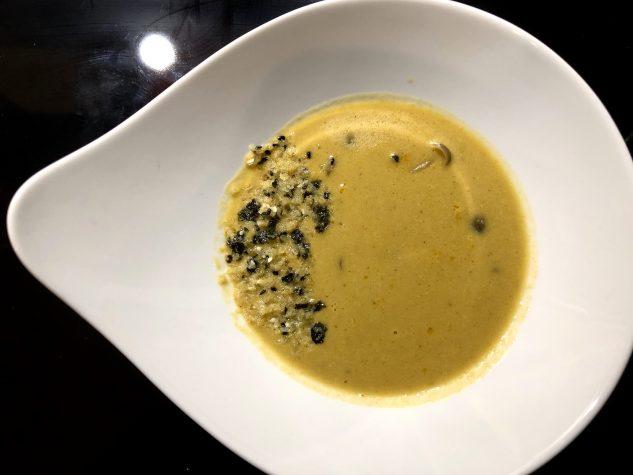 Zitronengras-Thaipfeffersuppe / Sesam-Nori Panko / Buchenpilze