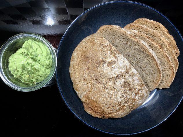Brot & Kräuteraufstrich