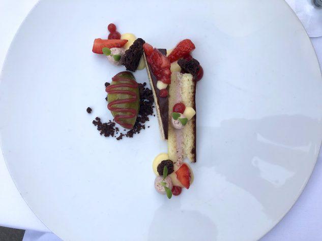 Erdbeermousse mit Schokoladenganache und Minzsorbet