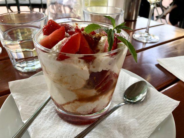 Erdbeerbecher 11A-Style mit hausgemachter Eiscreme